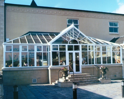 An example of a t-shape style conservatory